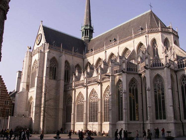 Достопримечательности Бельгии - Церковь Св. Петра