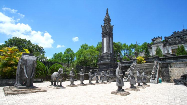 Достопримечательности Вьетнама - Гробница Кхай Диня