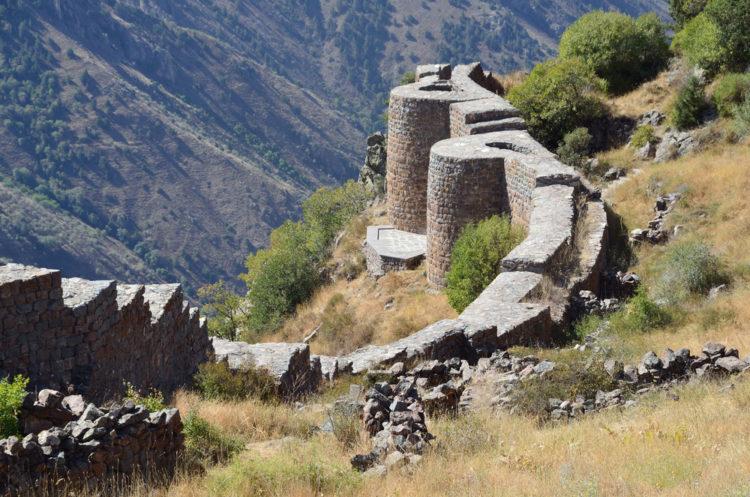 Достопримечательности Армении - Крепость Смбатаберд