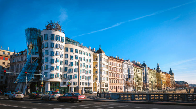 Что посмотреть в Чехии - Танцующее здание