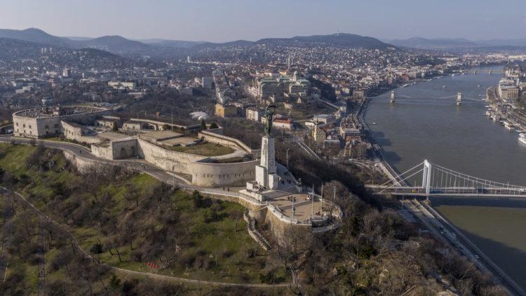 Достопримечательности Венгрии - Цитадель на горе Геллерт