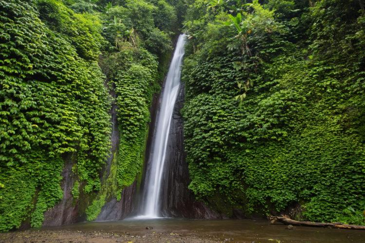 Достопримечательности Индонезии - Водопад Мундук