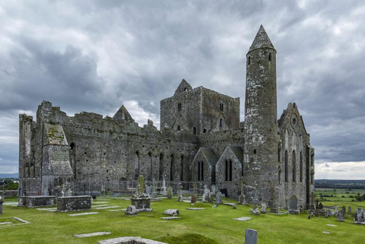 Достопримечательности Ирландии - Замок-скала Кашел
