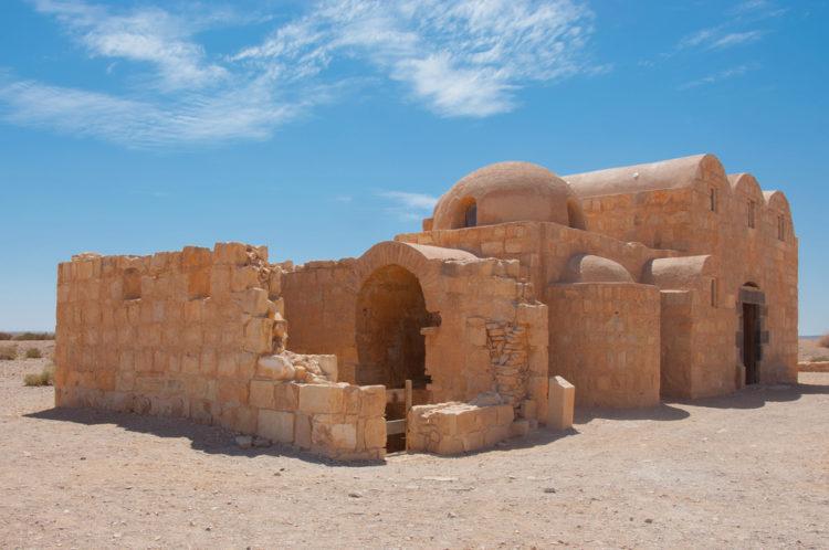 Достопримечательности Иордана - Дворец Каср Амра в Иорданской пустыне