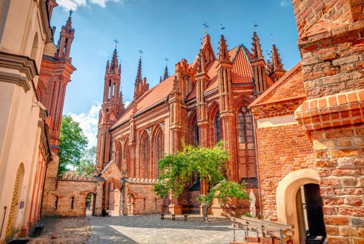 Достопримечательности Литвы - Храм Святой Анны и Бернардинский костёл