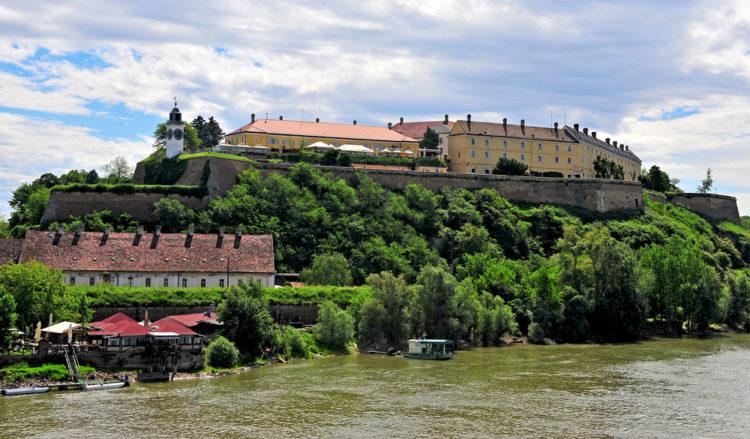Достопримечательности Сербии - Крепость Петроварадин