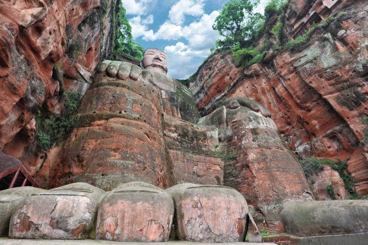 Гигантский Будда в Лэшане - достопримечательности Китая