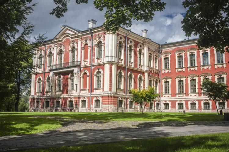 Митавский дворец - достопримечательности Латвии