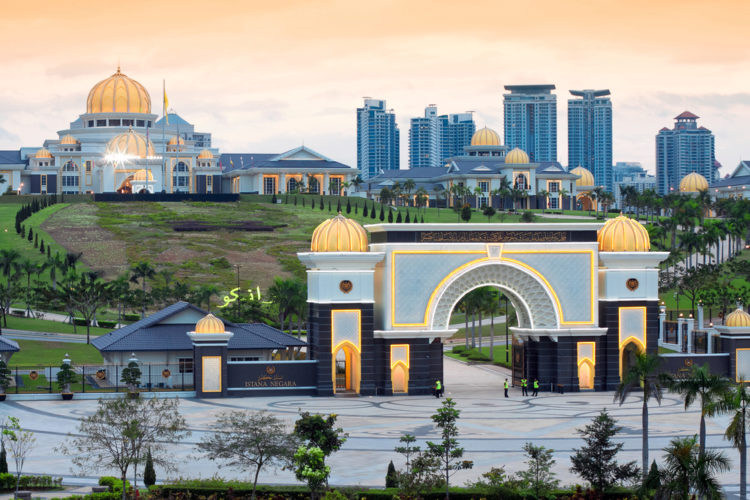 Королевский дворец Истана Негара - достопримечательности Малайзии