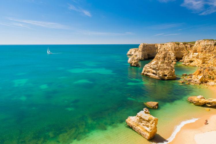 Пляж Прая да Марина - достопримечательности Португалии