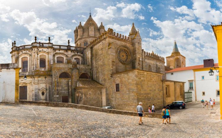 Город - музей Эвора - достопримечательности Португалии