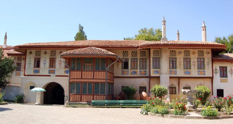 Здание Ханского дворца в Бахчисарае
