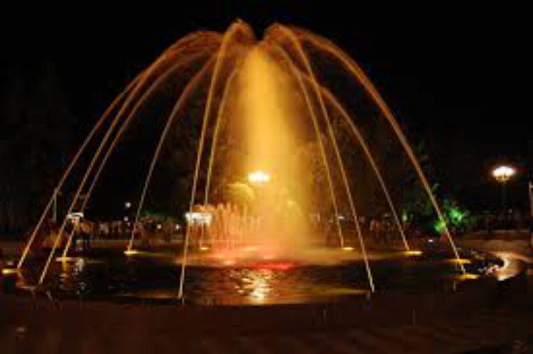 Танцующие фонтаны - ночное шоу в Батуми