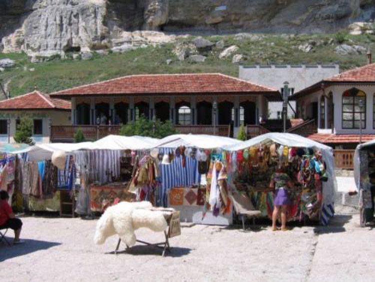 Торговля сувенирами в Бахчисарае