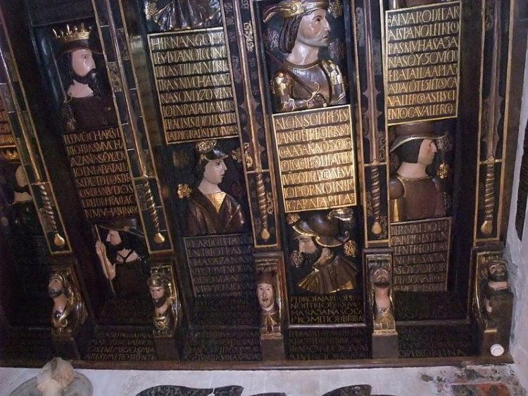 Золотой квадрат в музее «Дом Выстрелов» (Casa de los Tiros) в Гранаде - достопримечательности Андалусии, Испания