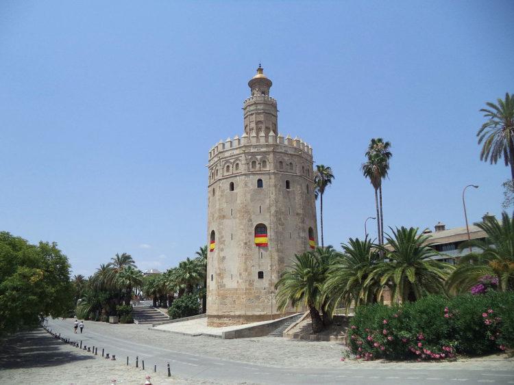 Башня золота (Торре-дель-Оро) в Севилье - достопримечательности Андалусии, Испания