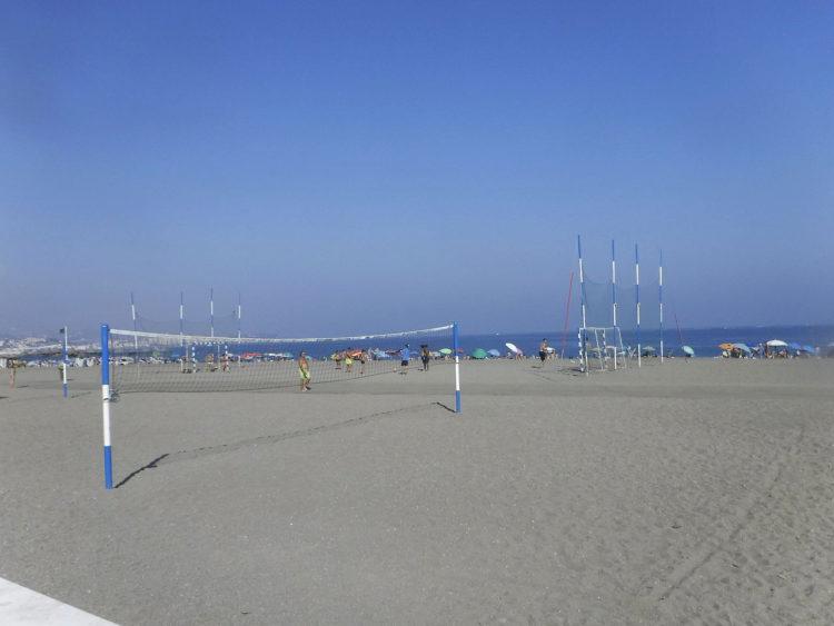 Пляж в Торре-дель-Мар в Андалусии - достопримечательности Андалусии, Испания