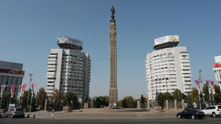 Монумент Независимости в Алма-Ате в Казахстане