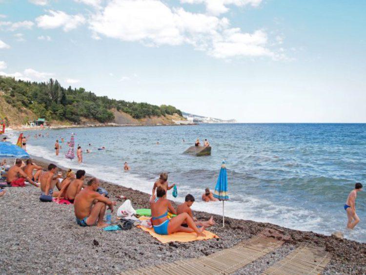 Пляж в Алупке в Крыму