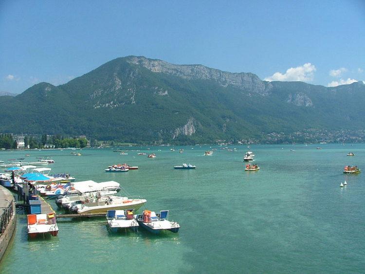 Вид на озеро Анси, Франция