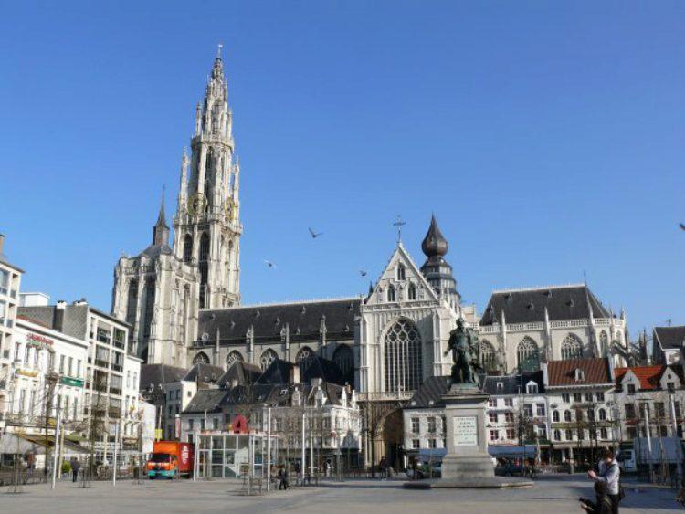 Кафедральный собор Богоматери на площади Гроте-Маркт, Антверпен, Бельгия