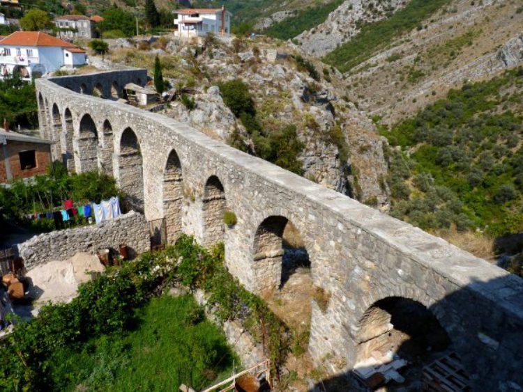 Акведук в Старом городе Бар. Черногория