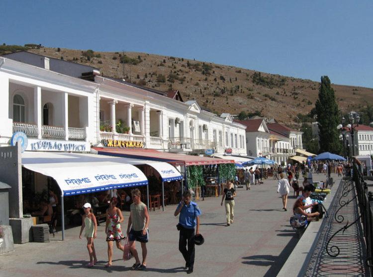 Набережная Назукина в Балаклаве, в Крыму, Россия