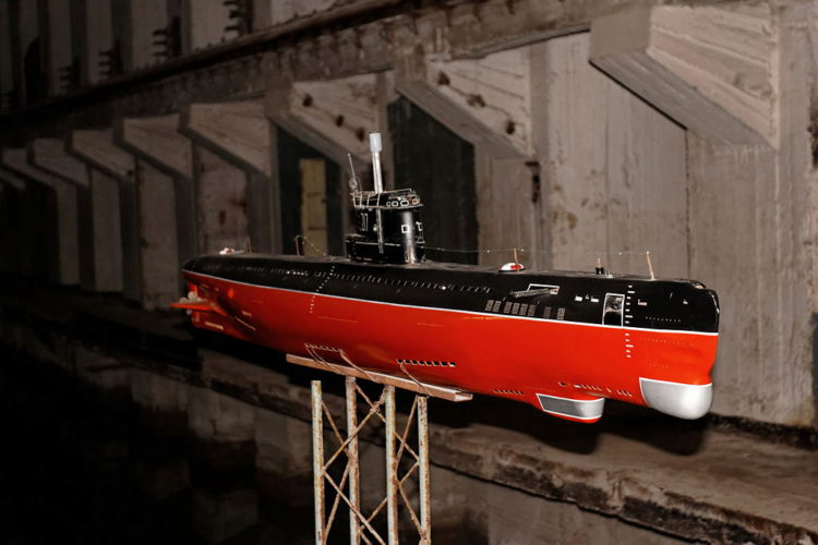 Подземная база подводных лодок (Объект 825 ГТС или К-825). Модель подводной лодки проекта 613 в Балаклаве, в Крыму, Россия