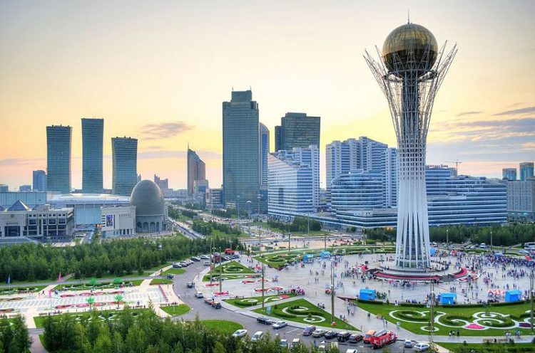 Башня Байтере - символ столицы Астаны в Казахстане