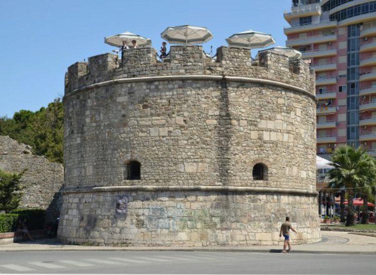 Венецианская башня Дурреса - часть замка Дуррес в Албании