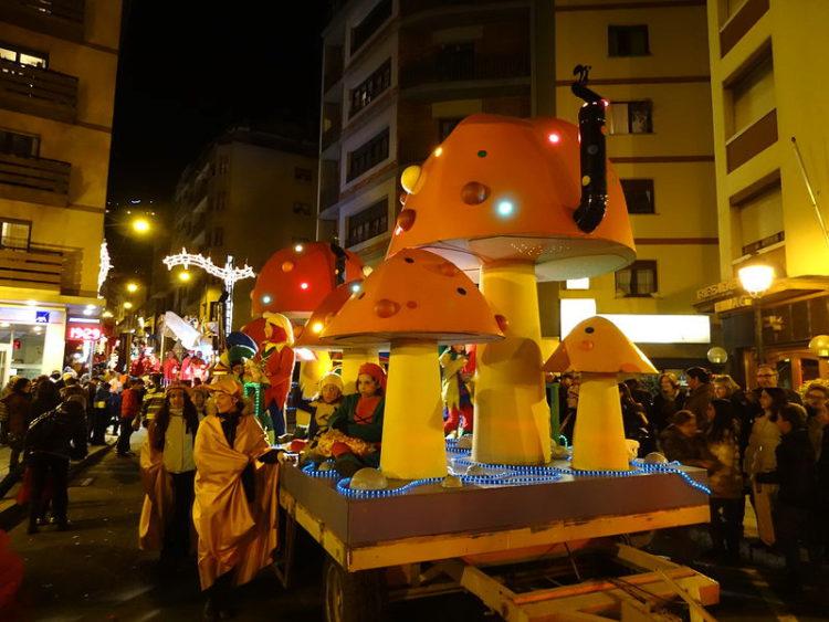 Парад танков на празднике волхвов в Андорре-ла-Велья