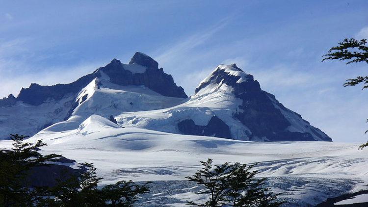 Потухший вулкан Тронадор в Национальном парке Науэль-Уапи в Аргентине. Южная Америка