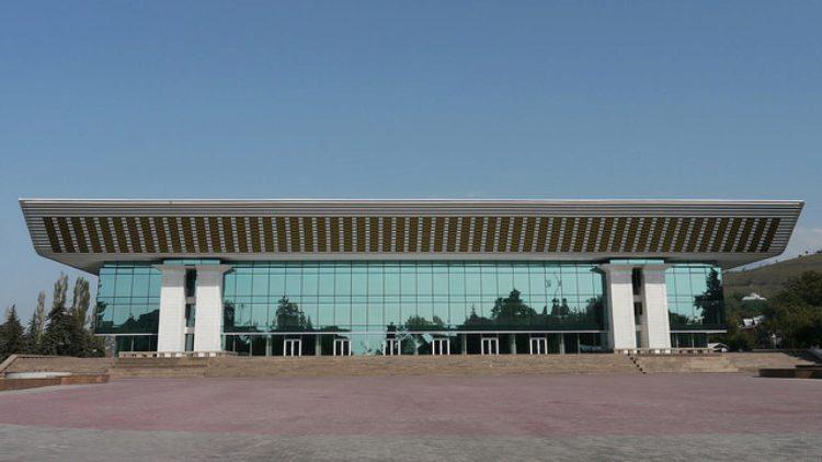 Дворец Республики или дворец м. Ленина в Алма-Ате в Казахстане