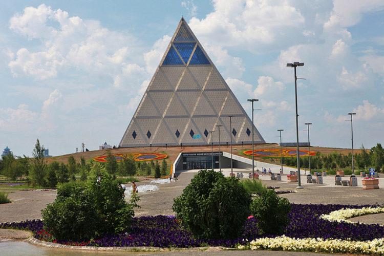 Дворец мира и примирения в столице Казахстана Астане