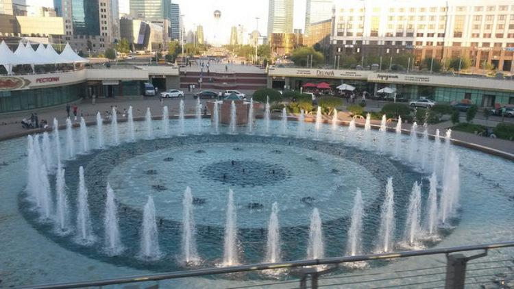 Фонтан в столице Казахстана Астане