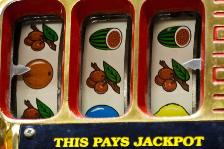 Старый игровой автомат для развлечения, Александровская слобода, Владимирская область, Россия