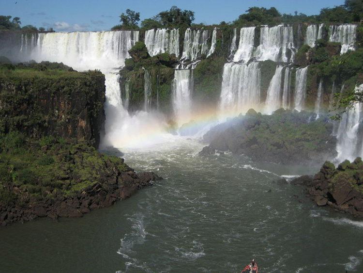 Пейзаж водопада Игуасу в Аргентине. Южная Америка