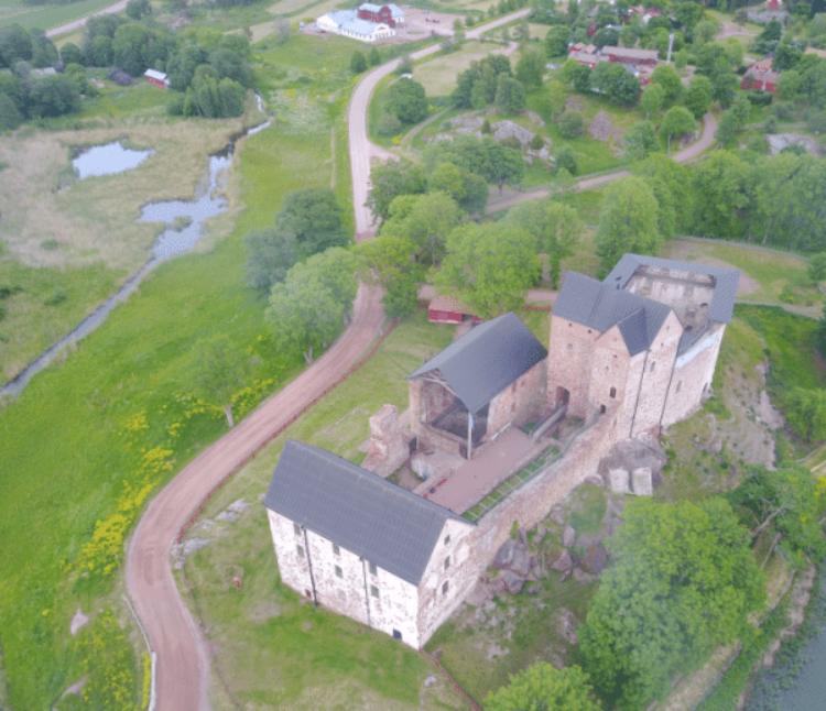 Замок Кастельхолм на Аландских островах в Финляндии