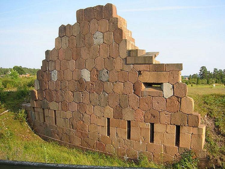 Развалины русской крепости Бомарсунд на Аландских островах в Финляндии