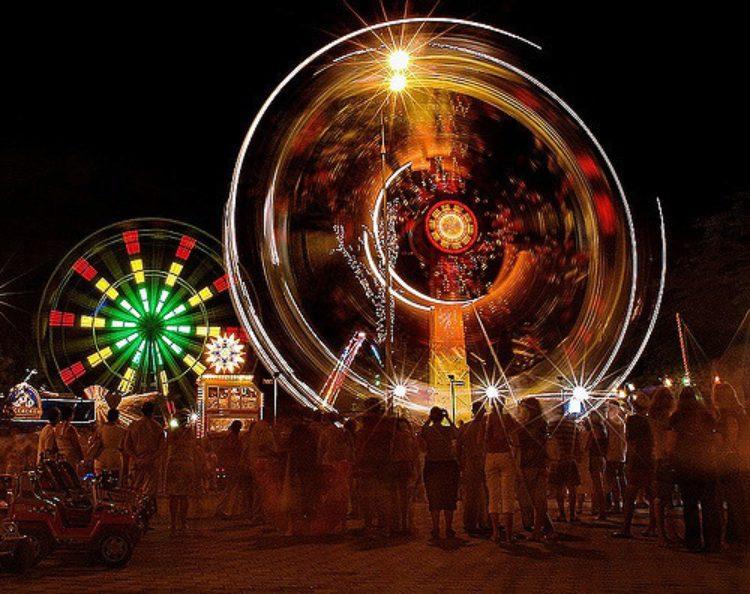 Ночное шоу в курортном городе Анапа Краснодарского края в России