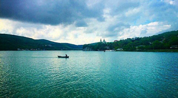 Озеро Абрау в поселке Абрау-Дюрсо Краснодарского края