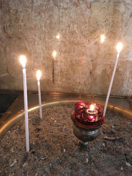 Свечи в пещерном монастыре Божией Матери Фанеромени на Кипре, Греция