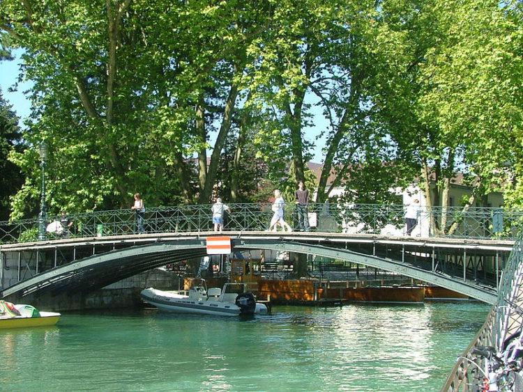 Понт-де-Амур - место встеч влюбленных пар во Франции