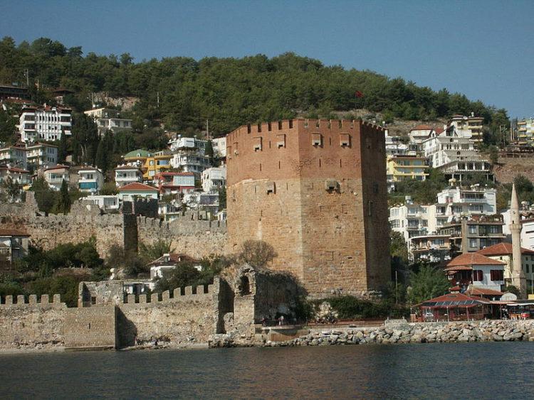 Красная башня в Аланье в Турции