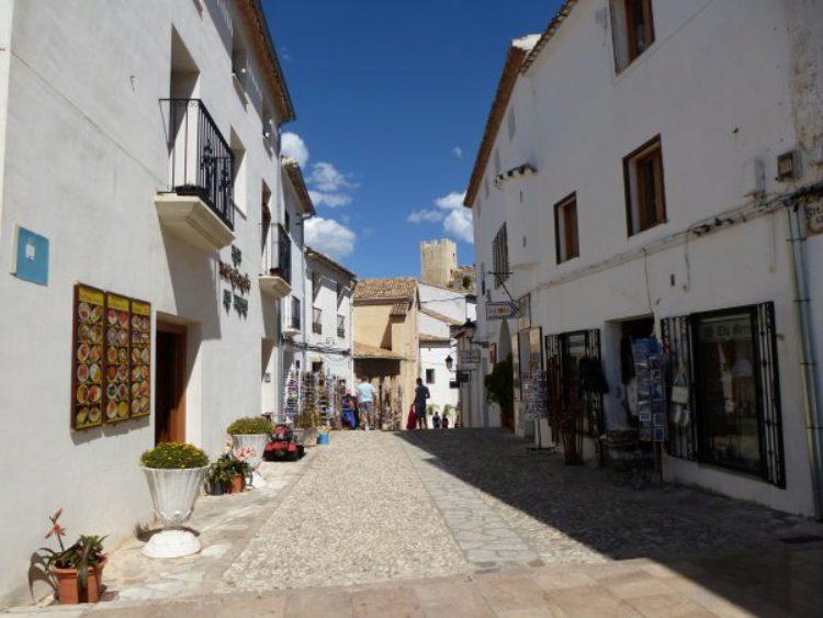 Поселок Гуадалест в Аликанте в Испании