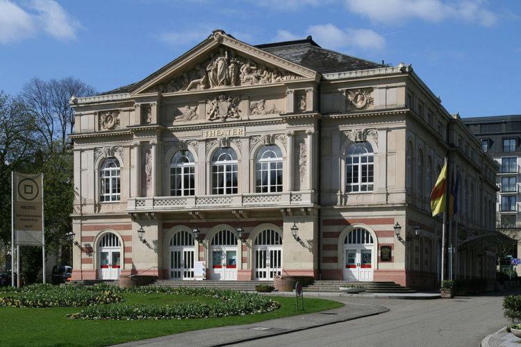 Театр - достопримечательность в Баден-Бадене, Германия