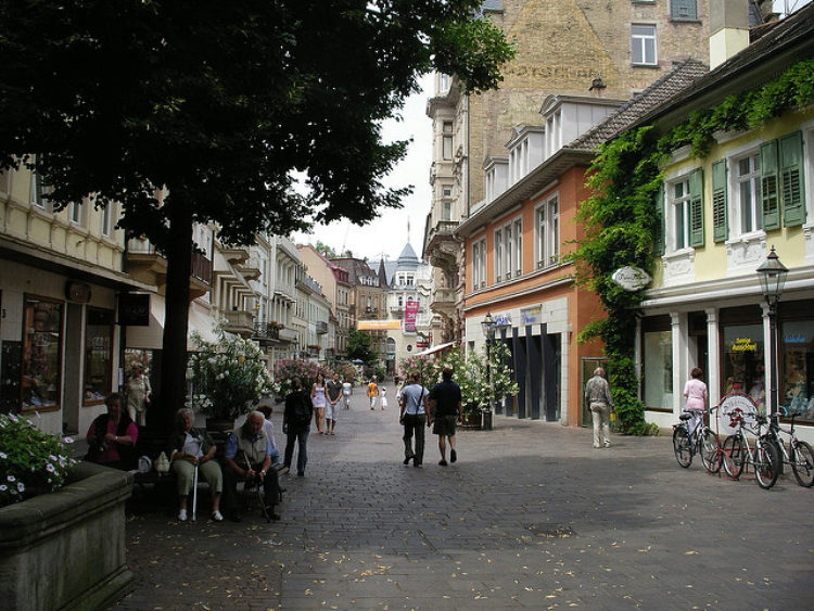 Тихая улица в Баден-Бадене, в Германии