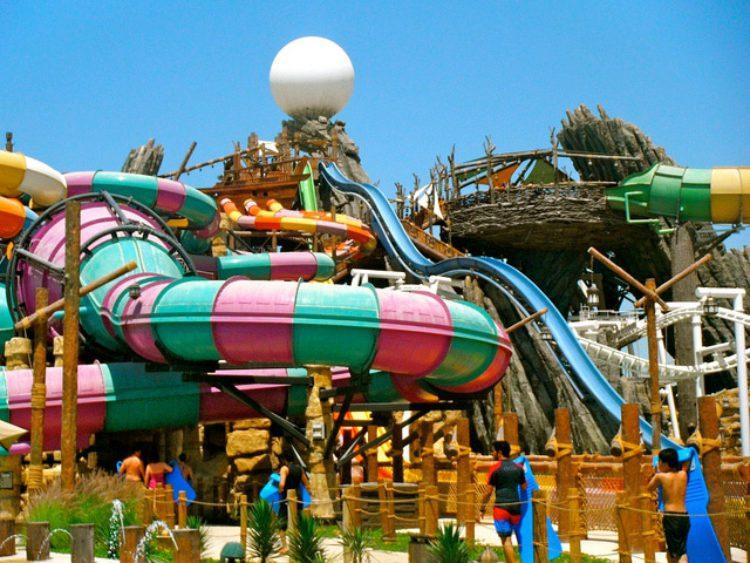 Аквапарк Waterworld в Абу-Даби в ОАЭ