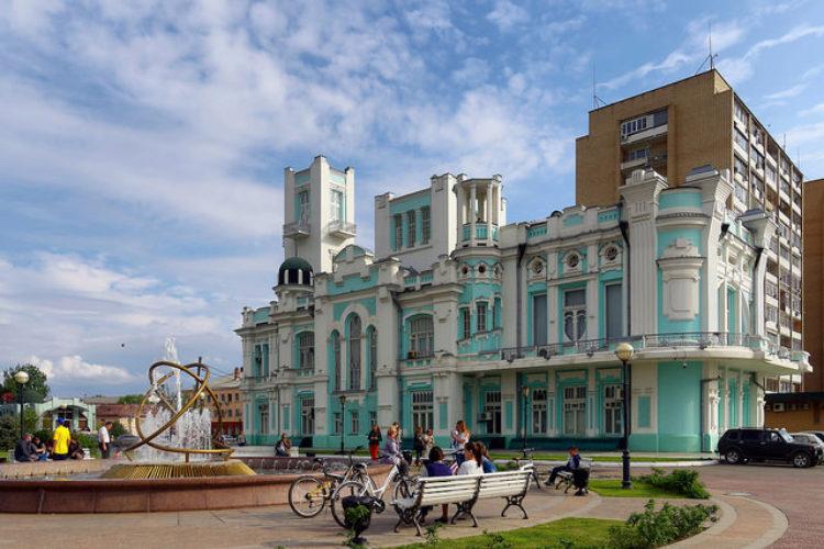 Здание биржи в городе Астрахань, Россия