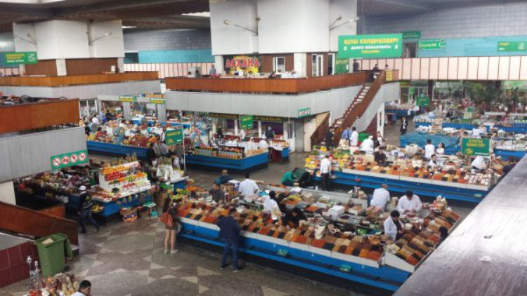 Зелёный базар в Алма-Ате в Казахстане